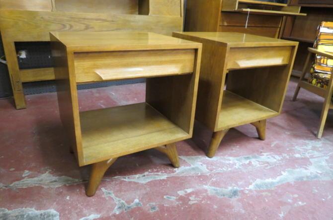 Vintage MCM Ash wood pair of nightstands