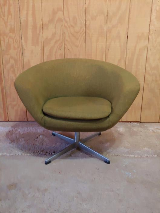 Overman of Sweden Mid Century Modern Swivel Lounge Chair c. 1960's by ModandOzzie