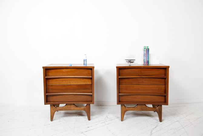 Vinage pair of end tables / nightstands by Young and Co | Free delivery in NYC and Hudson areas by OmasaProjects