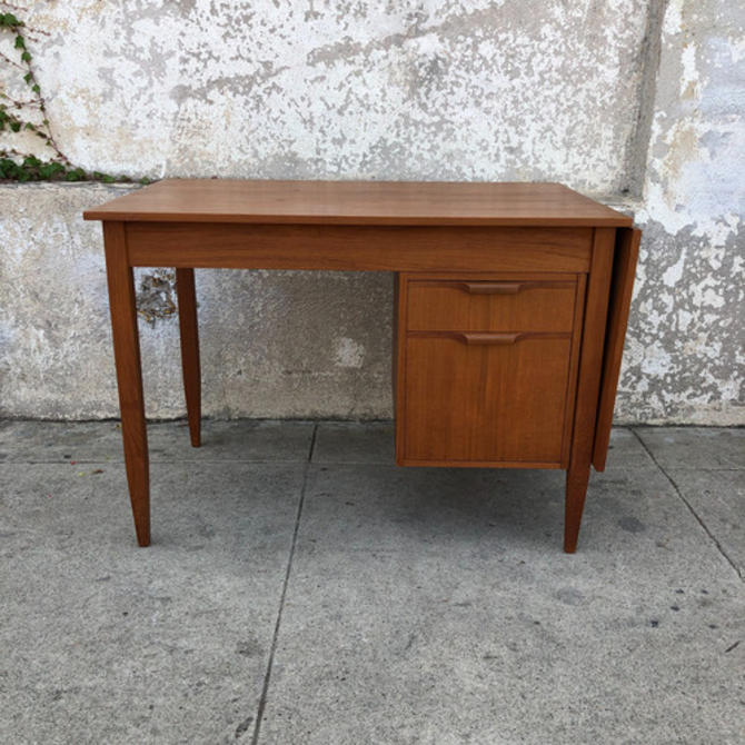 Vintage desk with adjustable drawers and leaf