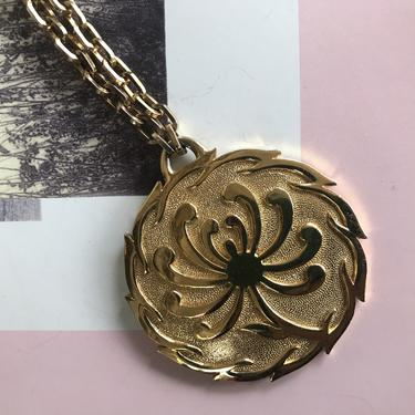 1970s Gold Tone Flower Trifari Pendant
