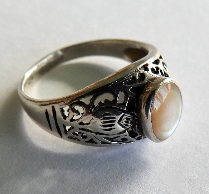 Vintage Sterling Moonstone Ring by LegendaryBeast