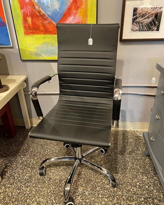 Black swirly adjustable office chair,