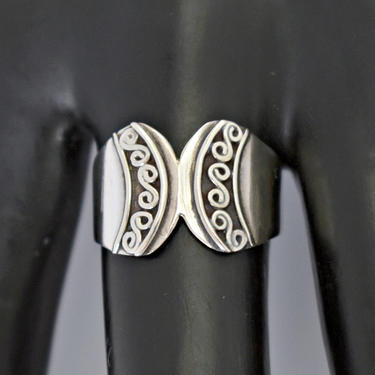 70's sterling Byzantine style curved face artisan made band, handsome 925 silver mystic swirls tribal hippie size 8.25 ring, marked CW by BetseysBeauties