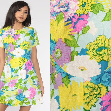Bright Floral Shift Dress 60s Mod Mini Print Hippie Vintage 70s Gogo Twiggy Sixties Minidress Short Sleeve Cotton Small S by ShopExile