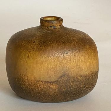 Maigon Daga Studio Pottery Weed Pot by Walkingtan