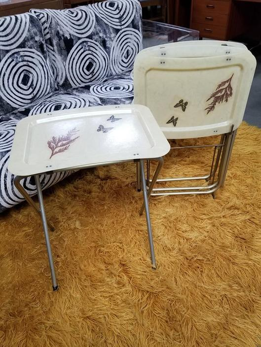 Set Of 4 Vintage Fiberglass Tv Trays From Peg Leg Vintage