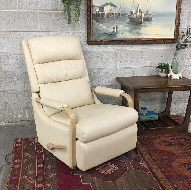 LOCAL PICKUP ONLY ————— Vintage La-z-Boy Recliner by RetrospectVintage215