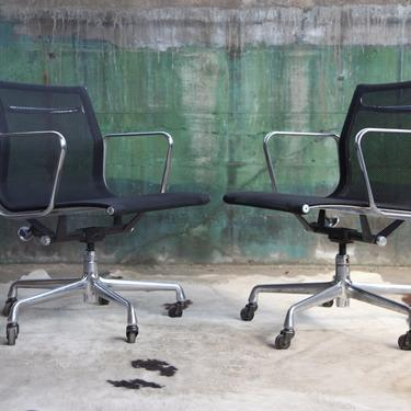 ICONIC (13 avail) Herman Miller Aluminum Group Management office Chair Black Mesh w/ Casters Mid Century Vintage '58 Design Eames CHROME McM by CatchMyDriftVintage