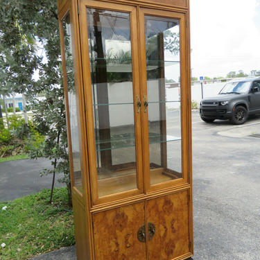 American of Martinsville Hollywood Regency China Display Cabinet Cupboard 2396