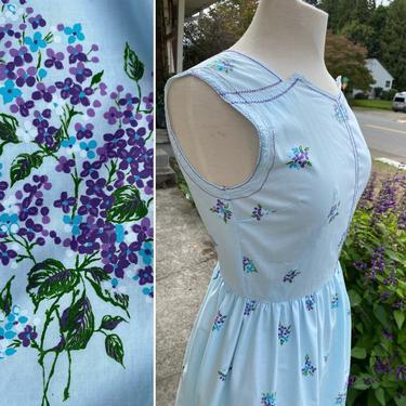 60's sweet cotton dress~ Pale light blue~ purple floral pattern~ zipper front~ fit & flare~ Mod Retro sunny day dress~ size M by HattiesVintagePDX
