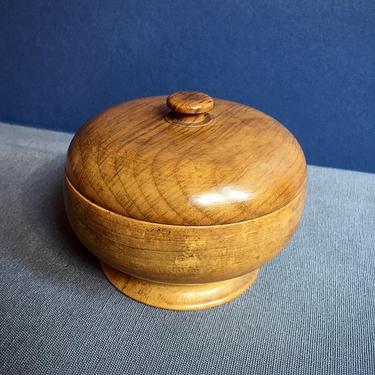 Small Myrtlewood Covered Bowl Hand Tooled Vintage Oregon Souvenir by BellewoodDesignGoods