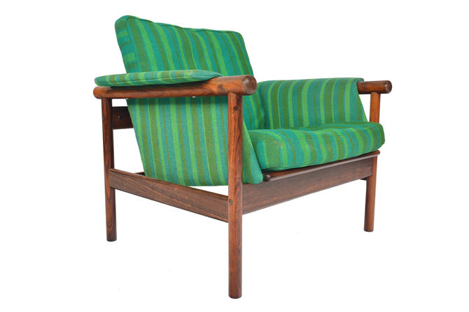 Danish Mid Century Modern Illum Wikkelsø Wiki Lounge Chair in Rosewood by MidCenturyMobler