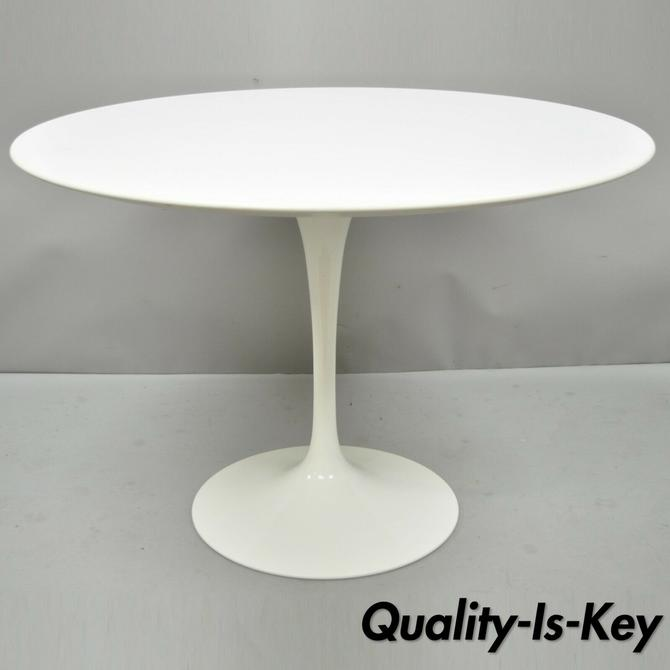 """Knoll Eero Saarinen 42"""" Round White Laminate Top Dining Table Made in Italy"""