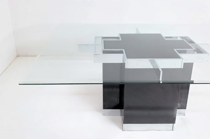 Black Pedestal Table by BetsuStudio