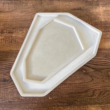 Set of 2: Asymmetric Concrete Tray Set (Large + Medium) / Vanity Trays / Minimalist Tray / Catchall Trinket Tray / Decorative Trays by SundayStudioOC