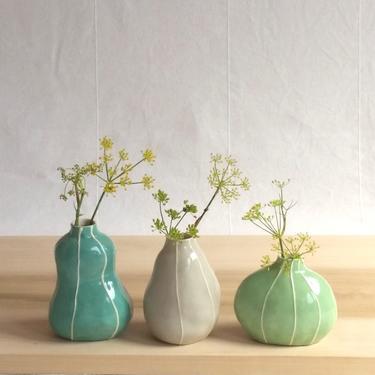 Bud vase set. Colorful pottery. 3 organic shapes. Cottage chic decor Modern ceramic vases. Sea green palette. Hostess, housewarming gift. by krikriceramics