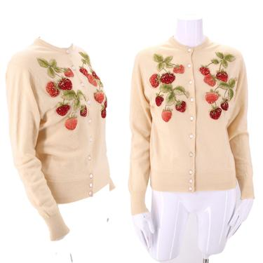 50s novelty strawberry cardigan sweater sz M / vintage 1950s Moritz cream cashmere / 3D berries cute pin up top medium by ritualvintage