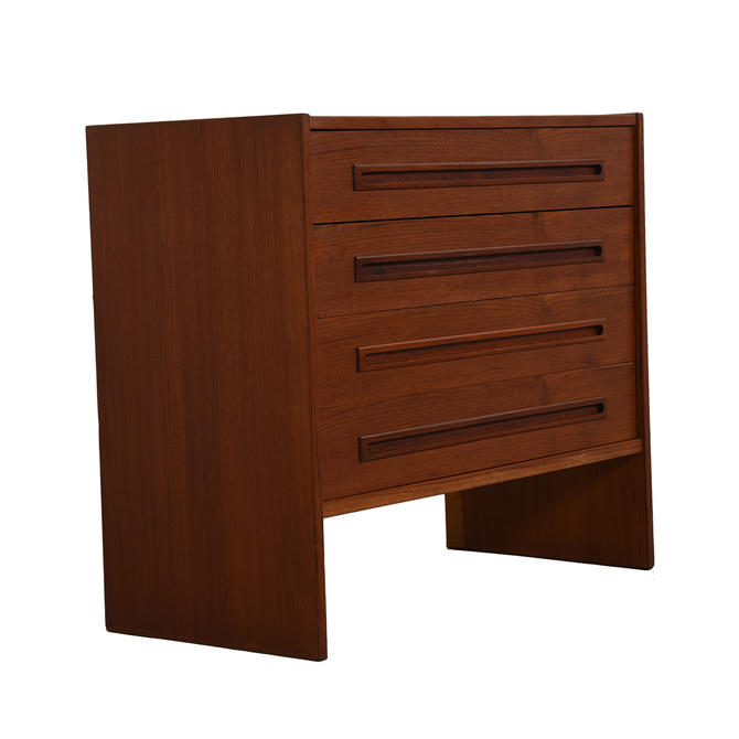 Compact Danish 4 Drawer Teak Chest / Dresser
