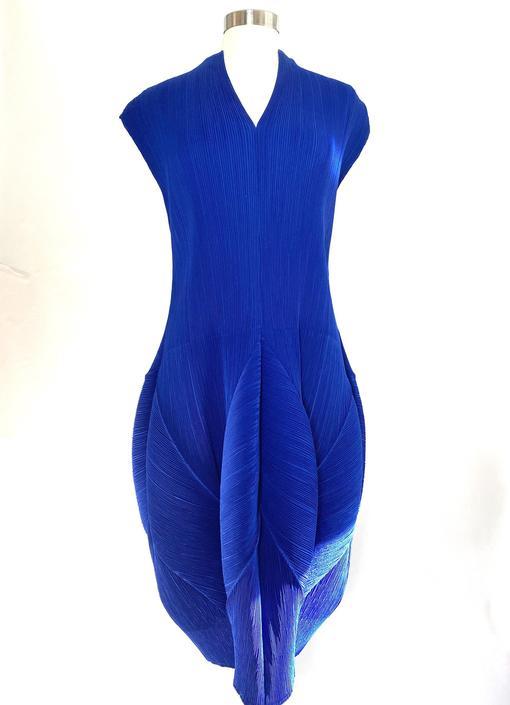 Vintage Veeca Blue Crinkle Pleated Dress by ChicBeatVintage