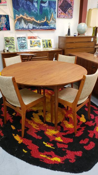 Danish Teak Mid-century Modern Dining Table with Leaves