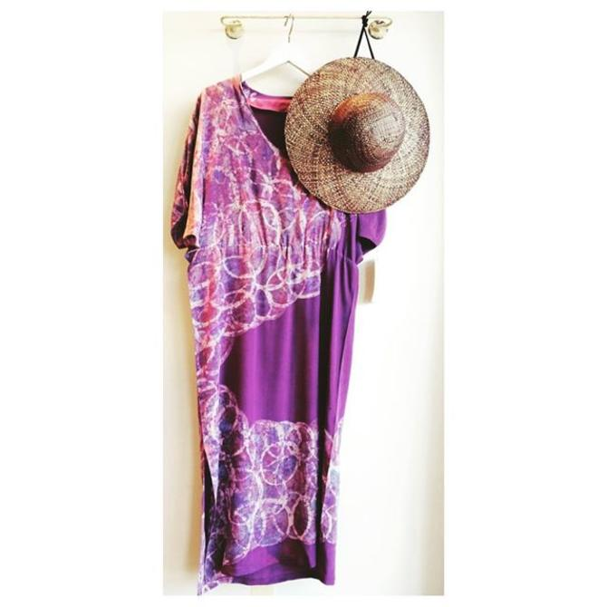 1960s Batik artist-signed silk dress medium 1970s/80s straw hatWe are Summer Sale-Ing thru this weekend. Open at 11am tomorrow #shoptreasury #newarrivals #vintagebatik #summersilk #maya #bohemian #laurencanyon #strawhat #summersale