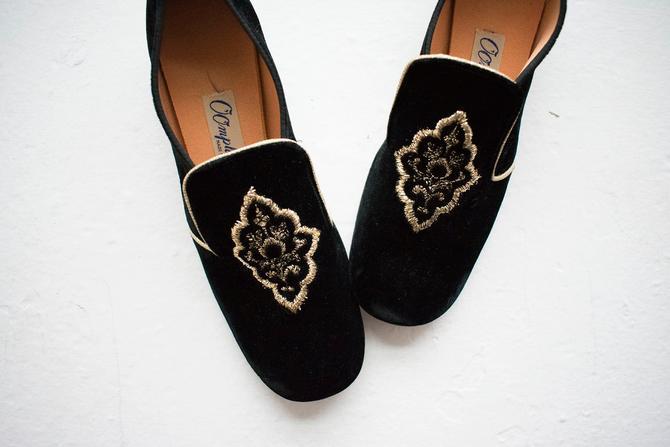 Vintage 1960s Oomphies / Vintage Pilgrim Shoes / Vintage Black Velour Shoes / Vintage Shoes 6 / Vintage Heels / Black and Gold heels by milkandice