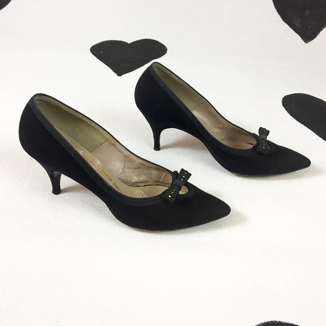 1ee09d6a8aa67 1950's navy suede bow pumps 50's Saks Fifth Avenue Pacelle ...
