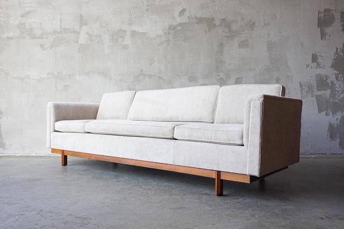 Frank Lloyd Wright 'Taliesen' Sofa by FandFVintage