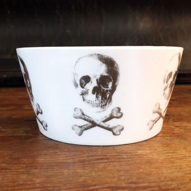 Z Gallery Skull Porcelain Bowl, Metallic Silver Skull & Cross Bones, Pirate, Cereal Bowl Dish Plate Vintage White by Boutique369