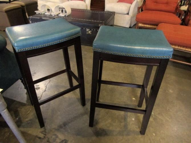 PAIR OF BARSTOOLS IN GREEN LEATHER