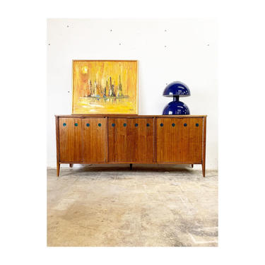 Mid Century Modern Credenza or Console by Foster McDavid by FlipAtik