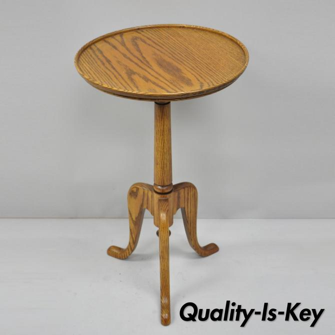 Small Vintage Oak Wood Queen Anne Style Pedestal Side Tea Table Candle Stand