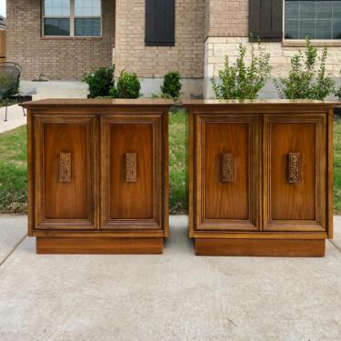 Pair Mid Century Modern Bassett 'Mayan' Collection Walnut Nightstands / End Table Cabinets, Circa 1960s by PrimaForme