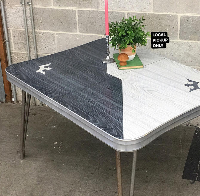 LOCAL PICKUP ONLY ———— Vintage Formica Table by RetrospectVintage215