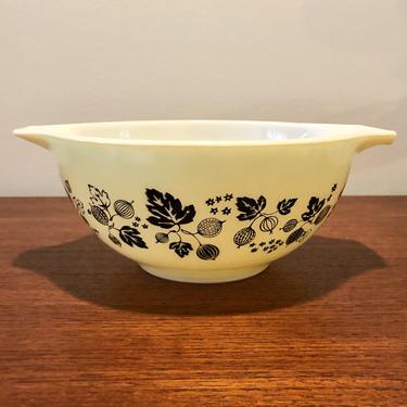 Vintage Pyrex Yellow Gooseberry Pattern Cinderella Mixing Bowl #442 1.5qt by BentwoodVintage