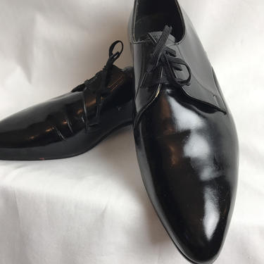 60's Italian mod pointy black shiny leather shoes~ lace up oxfords ~ fence climber style ~size 8 C by HattiesVintagePDX