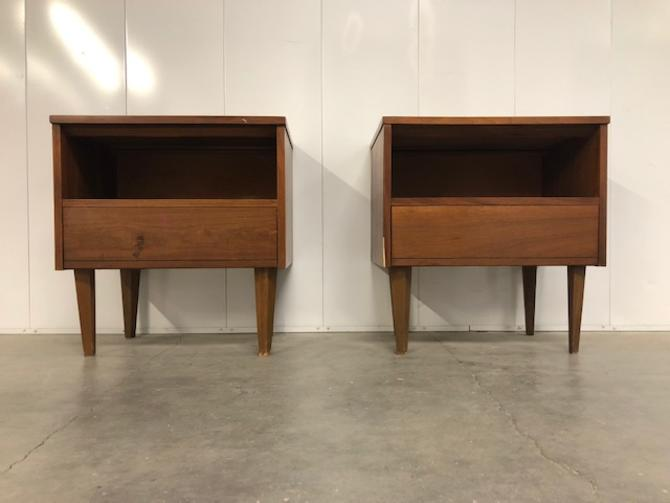 #584: Pair of Mid Century Nightstands // RESERVED TILL 2/18