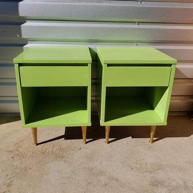 Mid Century Modern Pair Flat Matte Green & Gold Nightstands Night Stands End Tables Bedroom Dresser 1960's Petite Baker Furniture Minimalist by MakingMidCenturyMod