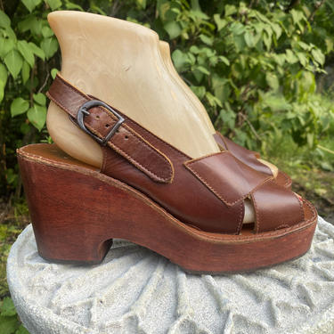 70s wood platforms size 9 / vintage 1970s ITALY brown leather and wooden wedges shoes disco sandals by ritualvintage