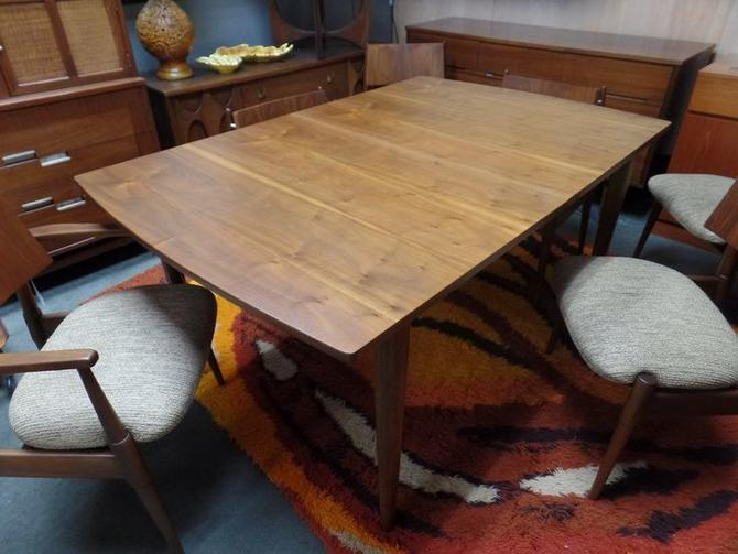 Awe Inspiring Mid Century Modern Walnut Dining Table From The Declaration Line By Drexel Dailytribune Chair Design For Home Dailytribuneorg