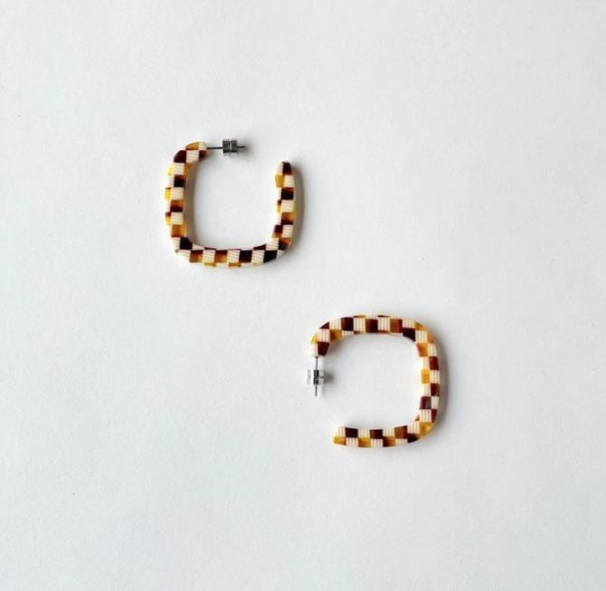 Midi Square Hoops in Tortoise Checker