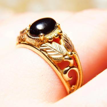 Vintage 10k Yellow & Rose Gold Onyx Ring, Split Shank Setting With Etched Leaf Vine Design, Black Onyx Gemstone, Size 9 3/4 US by shopGoodsVintage
