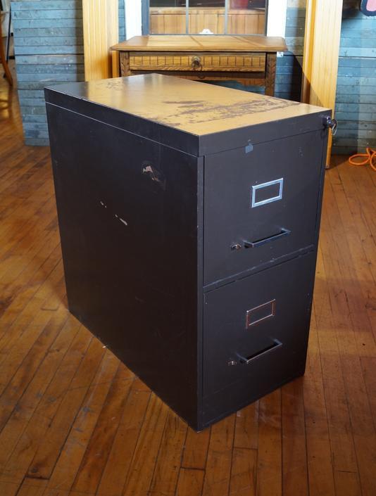 2 Drawer File Cabinet w Key
