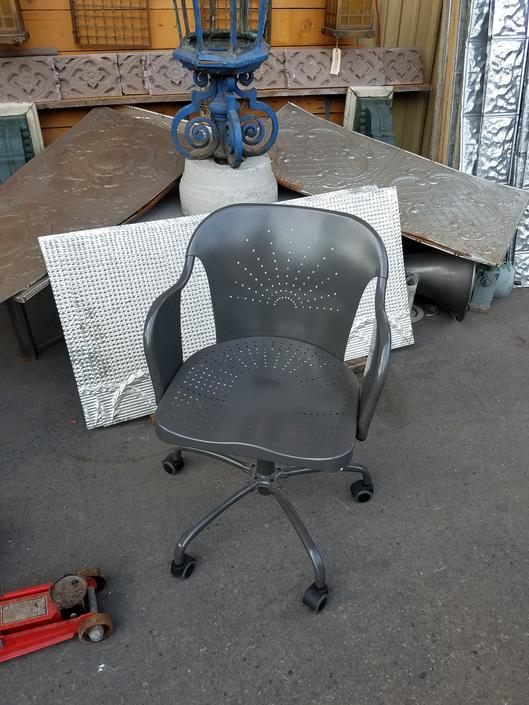 Metal modern rolling Chair
