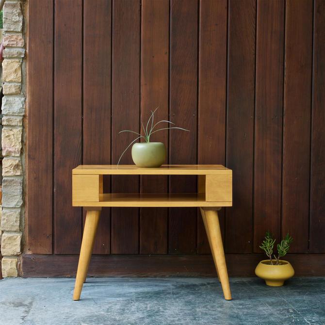 Russel Wright Side Table Nightstand 2-Tiered Shelf Vintage 1950s Mid-Century Modern by BrainWashington