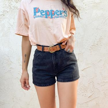 Vintage Peppers Waikiki Grill & Bar Anvil Single Stitch Graphic T-shirt Tee Made in USA by CottontailTrdPost