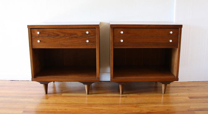 Mid Century Modern Pair of Side End Table Nightstands by Johnson Carper