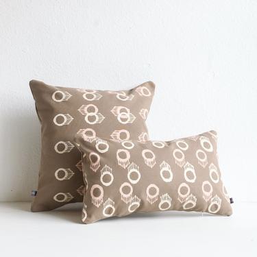 Lumbar Pillow Ojo Print