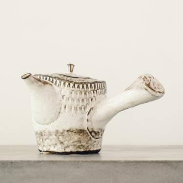 Ayame Bullock Cabin Teapot